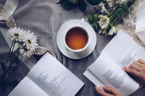 Quelles sont les caractéristiques de la poésie, un loisir de plus en plus répandu ?